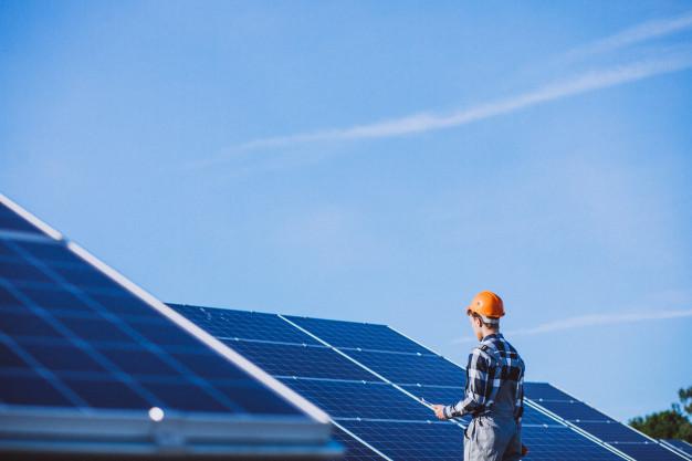 Instalator pentru sisteme fotovoltaice solare